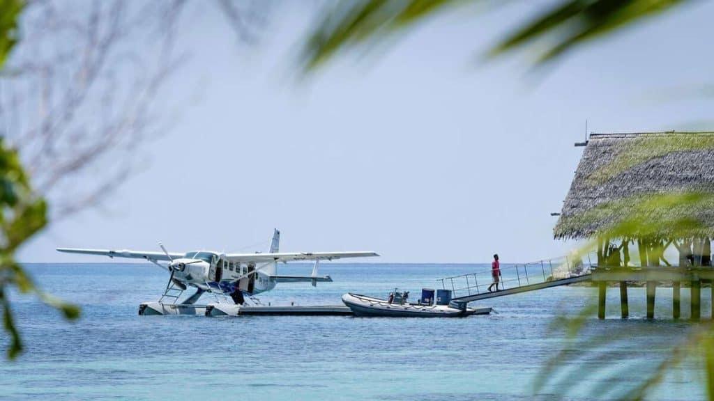 Sjøflyet som frakter gjestene til Bawah Reserve.
