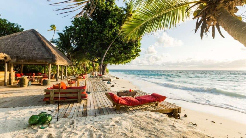 West Beach er det perfekte stedet for en sundowner-drink mens solen går ned i havet foran dere.
