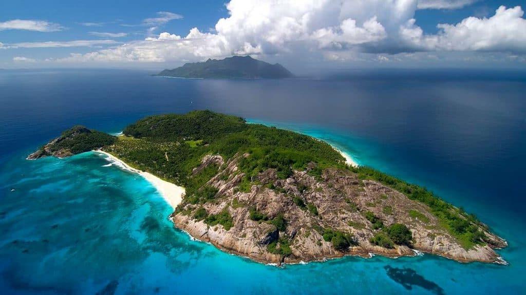 Den sagnomsuste øya North Island ankommes med helikopter.