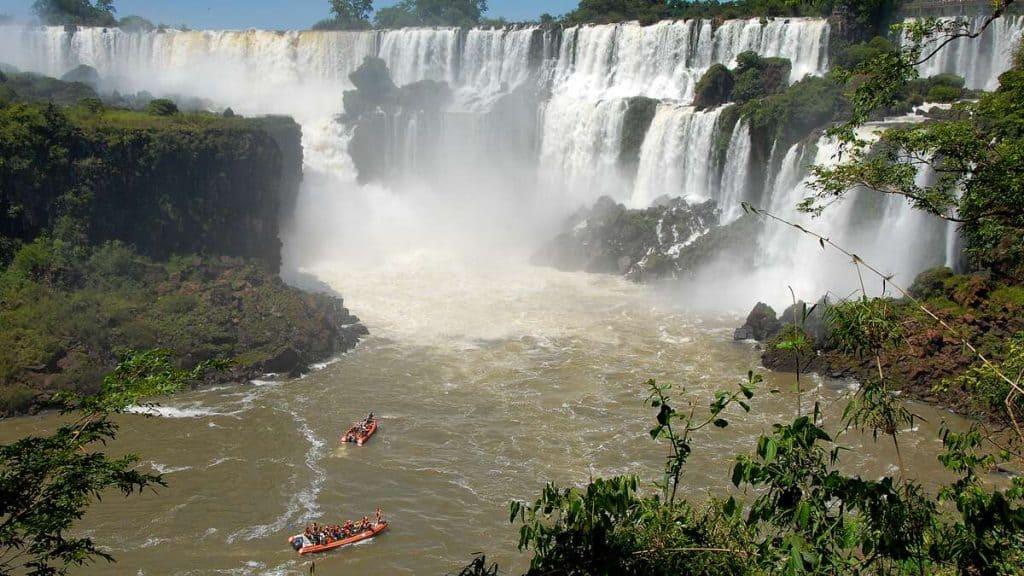 Iguazu: Båttur under fossen