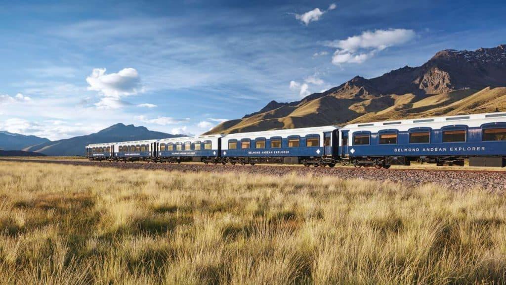 Nyt synet av det dramatiske naturlandskapet ombord på Belmond Andean Explorer.