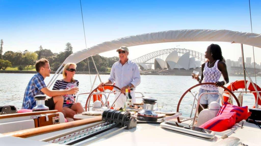Vi anbefaler en seiltur i Sydney havn.